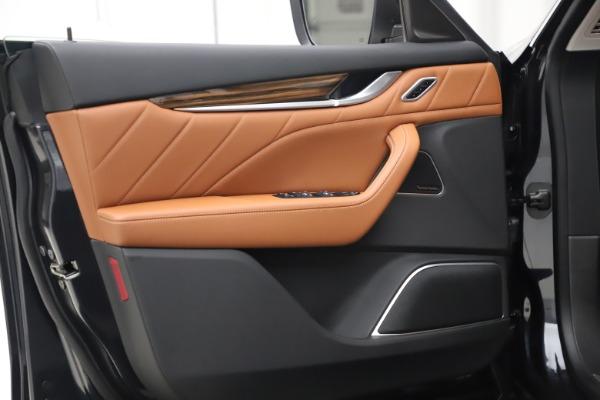 New 2019 Maserati Levante Q4 GranLusso for sale $89,550 at Alfa Romeo of Greenwich in Greenwich CT 06830 15