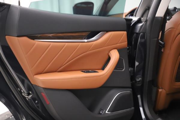 New 2019 Maserati Levante Q4 GranLusso for sale $89,550 at Alfa Romeo of Greenwich in Greenwich CT 06830 18