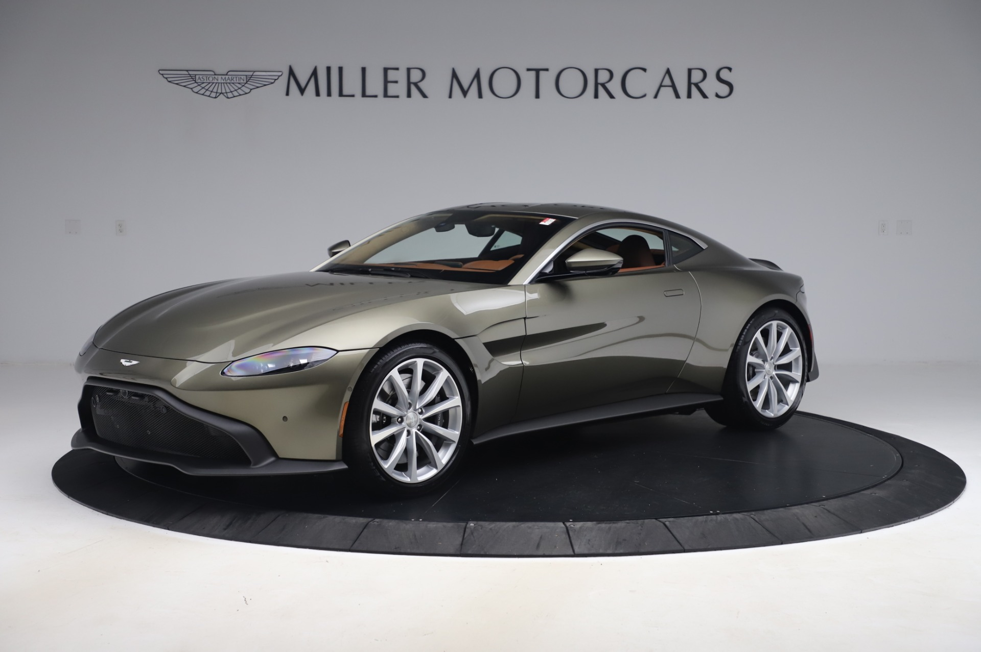 New 2020 Aston Martin Vantage Coupe for sale $180,450 at Alfa Romeo of Greenwich in Greenwich CT 06830 1
