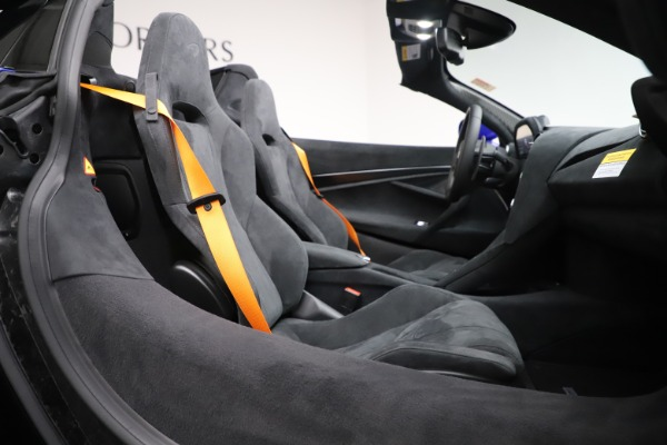 New 2020 McLaren 720S Spider Convertible for sale $364,090 at Alfa Romeo of Greenwich in Greenwich CT 06830 26