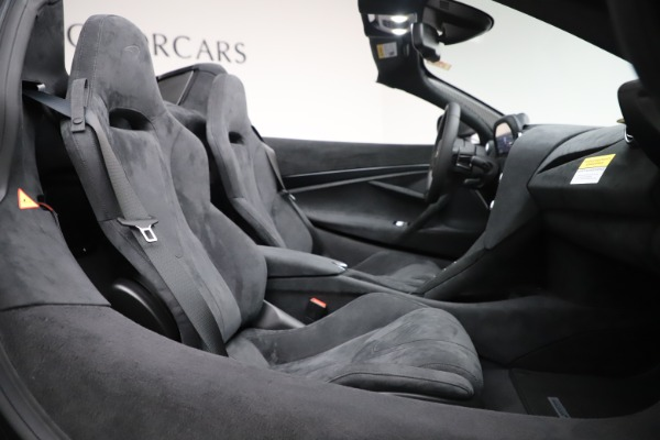 New 2020 McLaren 720S Spider Convertible for sale $332,570 at Alfa Romeo of Greenwich in Greenwich CT 06830 25