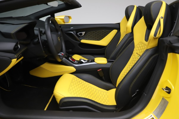 Used 2018 Lamborghini Huracan LP 580-2 Spyder for sale Sold at Alfa Romeo of Greenwich in Greenwich CT 06830 18