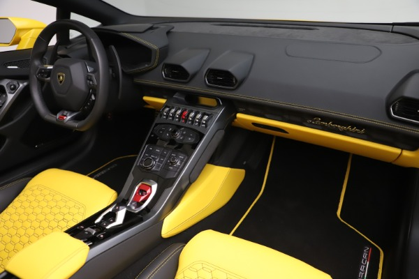Used 2018 Lamborghini Huracan LP 580-2 Spyder for sale Sold at Alfa Romeo of Greenwich in Greenwich CT 06830 22