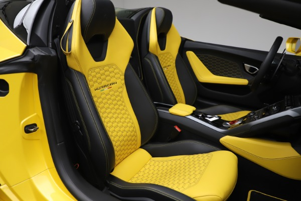 Used 2018 Lamborghini Huracan LP 580-2 Spyder for sale Sold at Alfa Romeo of Greenwich in Greenwich CT 06830 24