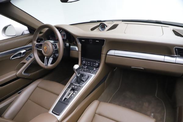 Used 2018 Porsche 911 Targa 4S for sale $134,900 at Alfa Romeo of Greenwich in Greenwich CT 06830 22