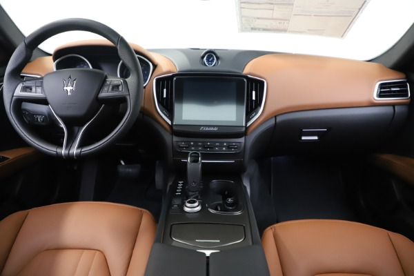 New 2020 Maserati Ghibli S Q4 for sale $79,985 at Alfa Romeo of Greenwich in Greenwich CT 06830 16