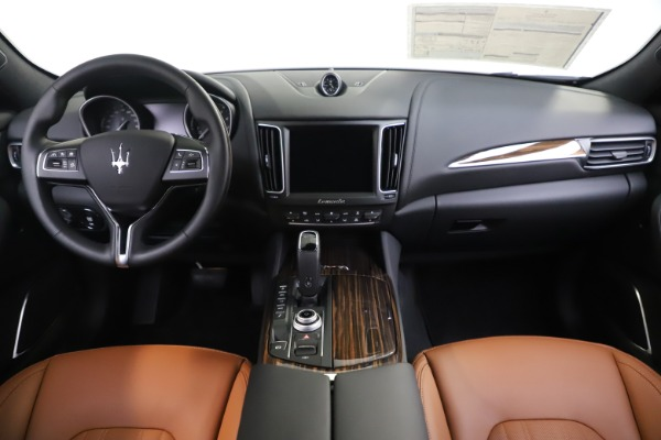 New 2020 Maserati Levante Q4 GranLusso for sale $84,985 at Alfa Romeo of Greenwich in Greenwich CT 06830 16