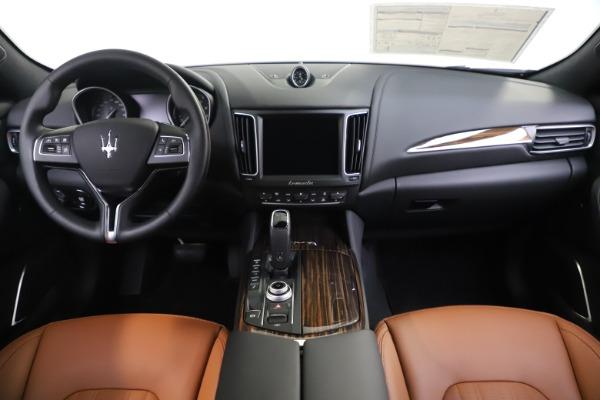 New 2020 Maserati Levante Q4 GranLusso for sale $86,935 at Alfa Romeo of Greenwich in Greenwich CT 06830 16