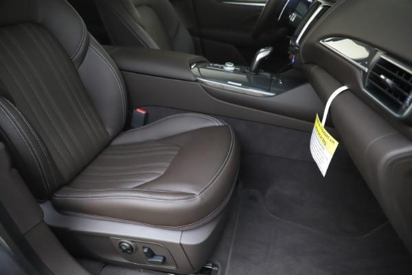 New 2020 Maserati Levante Q4 GranLusso for sale $87,885 at Alfa Romeo of Greenwich in Greenwich CT 06830 24