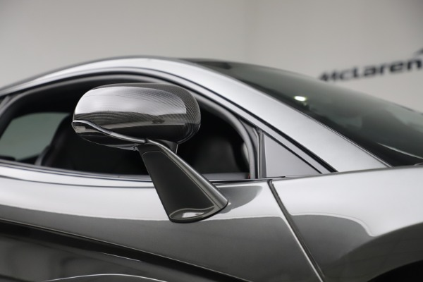 Used 2017 McLaren 570GT for sale $145,900 at Alfa Romeo of Greenwich in Greenwich CT 06830 16