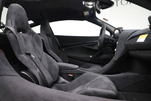 New 2020 McLaren 720S Coupe for sale $327,370 at Alfa Romeo of Greenwich in Greenwich CT 06830 19