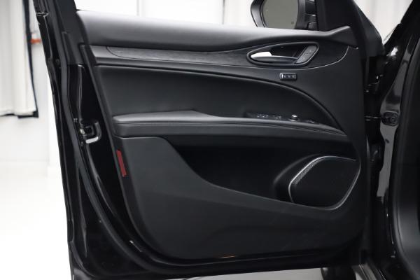 New 2020 Alfa Romeo Stelvio Q4 for sale $36,900 at Alfa Romeo of Greenwich in Greenwich CT 06830 13