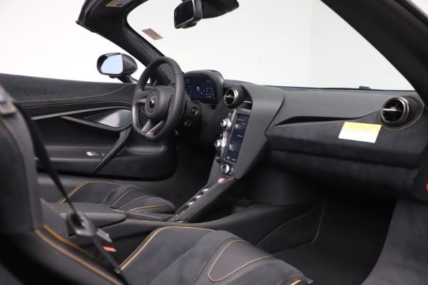 New 2020 McLaren 720S Spider Performance for sale $384,930 at Alfa Romeo of Greenwich in Greenwich CT 06830 25