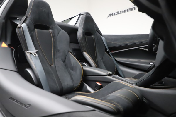 New 2020 McLaren 720S Spider Performance for sale $384,930 at Alfa Romeo of Greenwich in Greenwich CT 06830 27