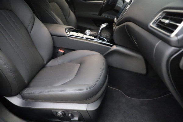 New 2019 Maserati Ghibli S Q4 for sale $91,165 at Alfa Romeo of Greenwich in Greenwich CT 06830 23