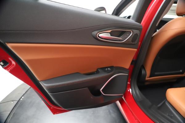 New 2020 Alfa Romeo Giulia Q4 for sale $46,395 at Alfa Romeo of Greenwich in Greenwich CT 06830 21