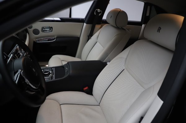 Used 2015 Rolls-Royce Ghost for sale $156,900 at Alfa Romeo of Greenwich in Greenwich CT 06830 12
