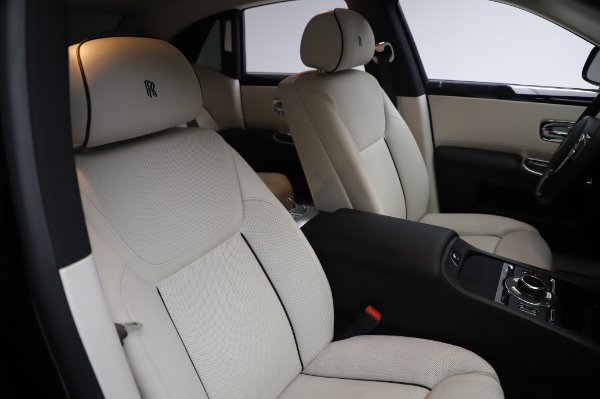 Used 2015 Rolls-Royce Ghost for sale $156,900 at Alfa Romeo of Greenwich in Greenwich CT 06830 13