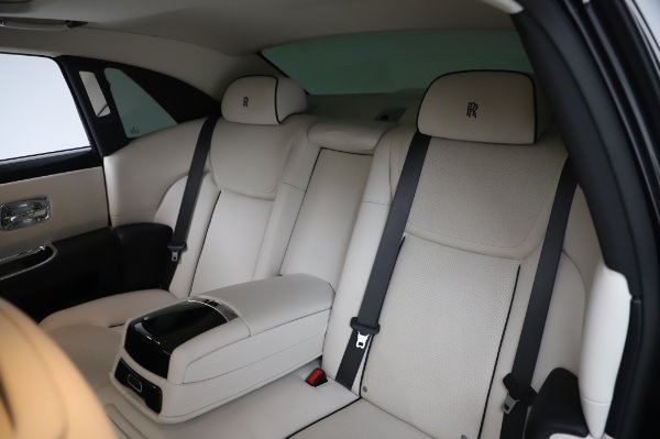 Used 2015 Rolls-Royce Ghost for sale $156,900 at Alfa Romeo of Greenwich in Greenwich CT 06830 14