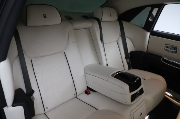 Used 2015 Rolls-Royce Ghost for sale $156,900 at Alfa Romeo of Greenwich in Greenwich CT 06830 15