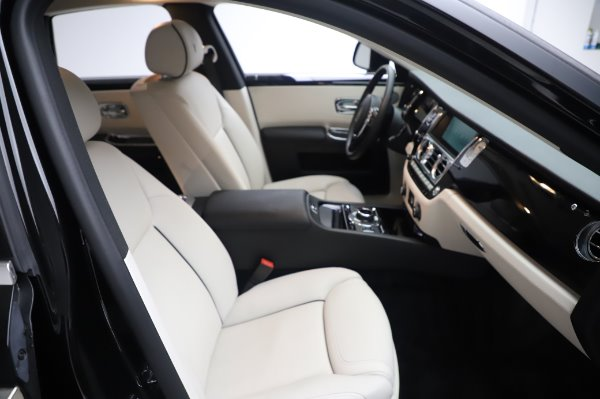 Used 2015 Rolls-Royce Ghost for sale $156,900 at Alfa Romeo of Greenwich in Greenwich CT 06830 16