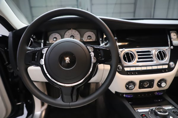 Used 2015 Rolls-Royce Ghost for sale $156,900 at Alfa Romeo of Greenwich in Greenwich CT 06830 18