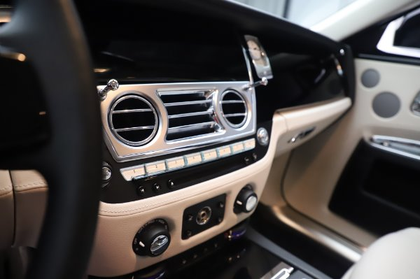 Used 2015 Rolls-Royce Ghost for sale $156,900 at Alfa Romeo of Greenwich in Greenwich CT 06830 22