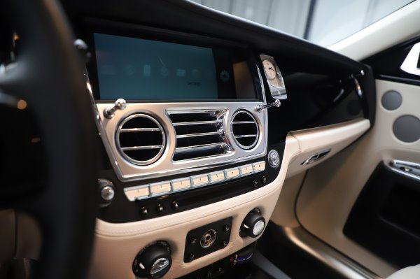 Used 2015 Rolls-Royce Ghost for sale $156,900 at Alfa Romeo of Greenwich in Greenwich CT 06830 23