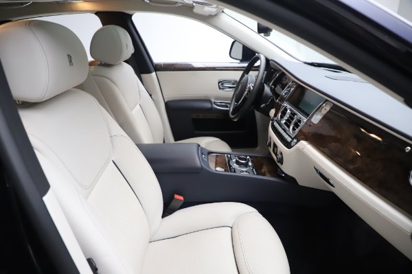 Used 2016 Rolls-Royce Ghost for sale $173,900 at Alfa Romeo of Greenwich in Greenwich CT 06830 13