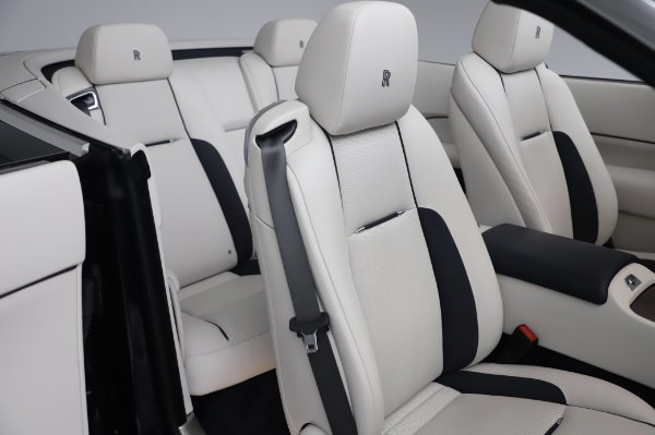 Used 2017 Rolls-Royce Dawn Base for sale $248,900 at Alfa Romeo of Greenwich in Greenwich CT 06830 22