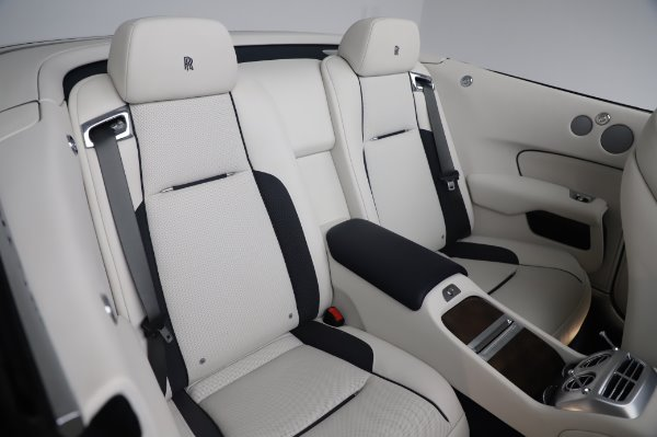 Used 2017 Rolls-Royce Dawn Base for sale $248,900 at Alfa Romeo of Greenwich in Greenwich CT 06830 24