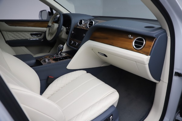 New 2020 Bentley Bentayga Hybrid for sale $226,695 at Alfa Romeo of Greenwich in Greenwich CT 06830 26