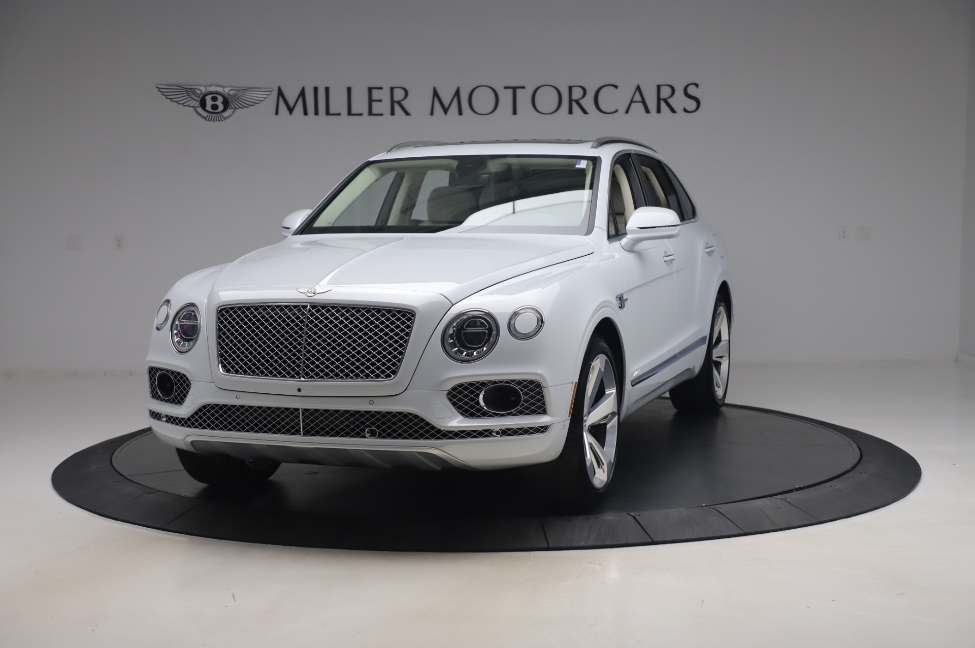 New 2020 Bentley Bentayga Hybrid for sale $226,695 at Alfa Romeo of Greenwich in Greenwich CT 06830 1