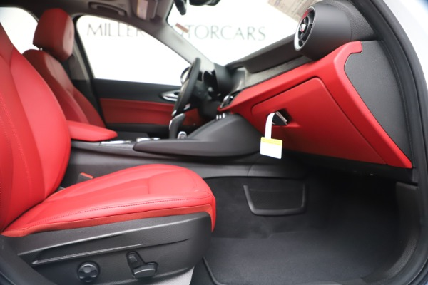 New 2020 Alfa Romeo Giulia Q4 for sale $44,845 at Alfa Romeo of Greenwich in Greenwich CT 06830 23
