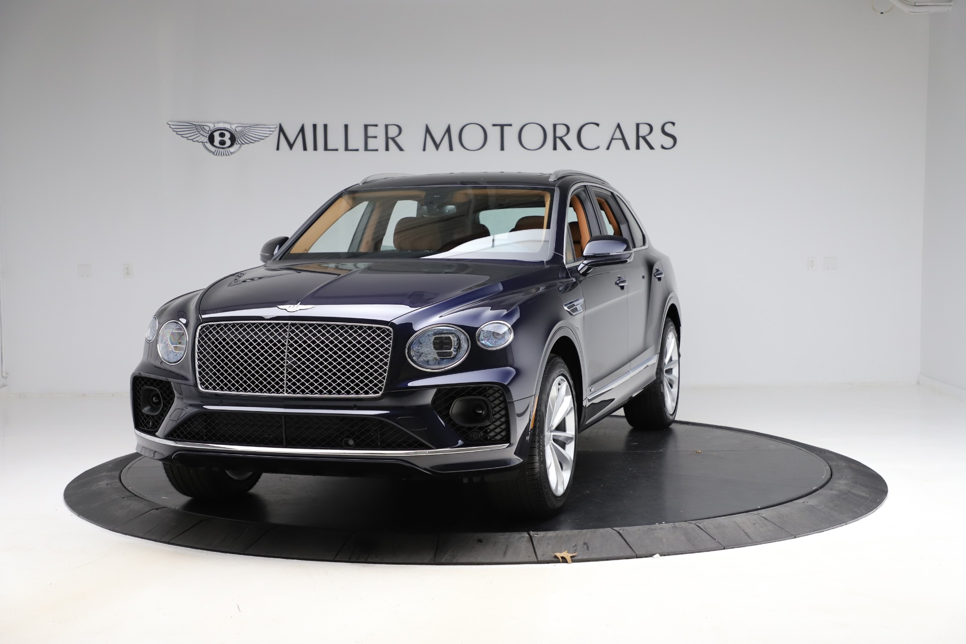 New 2021 Bentley Bentayga V8 for sale $203,205 at Alfa Romeo of Greenwich in Greenwich CT 06830 1