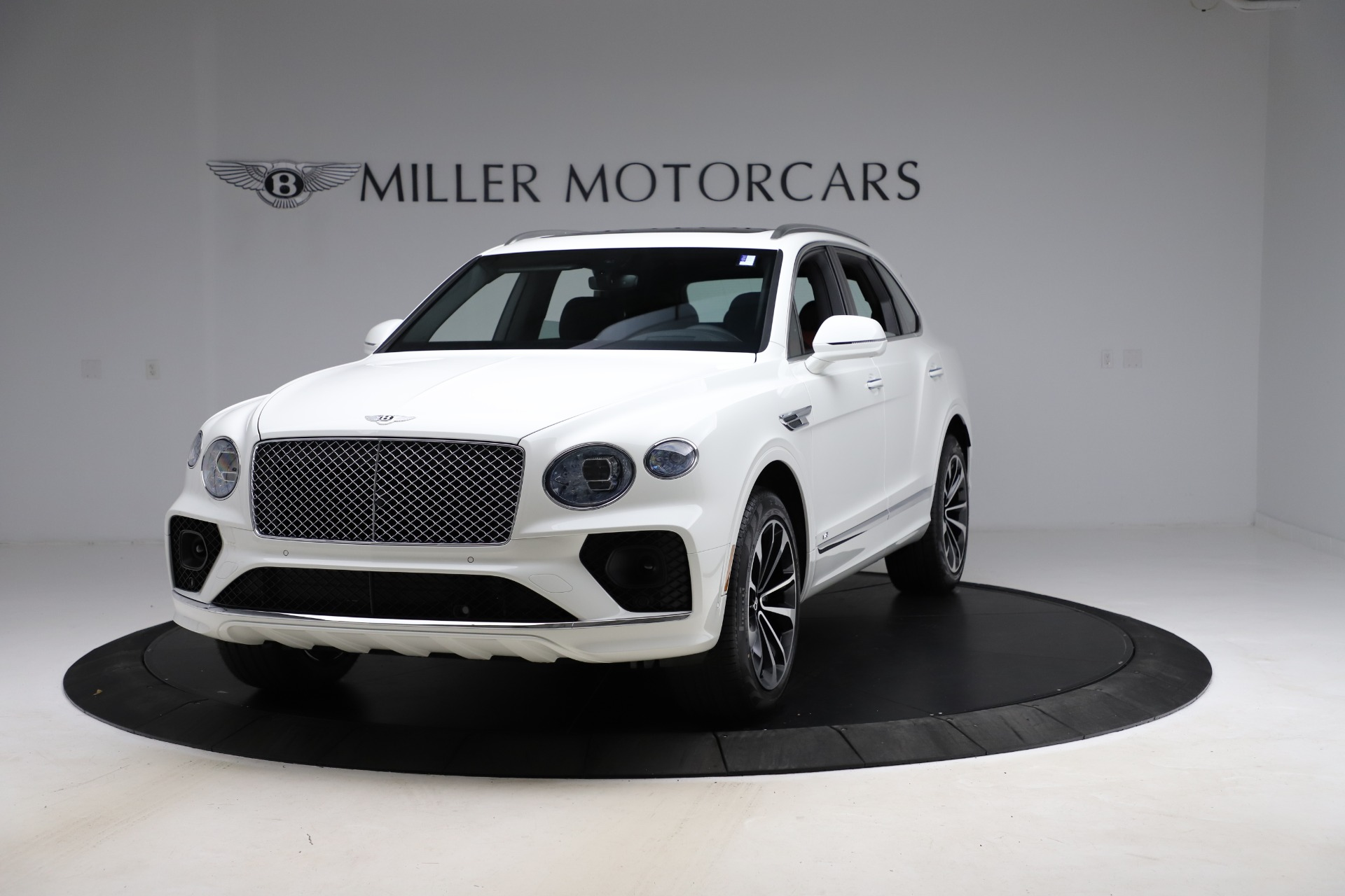 New 2021 Bentley Bentayga V8 for sale $207,765 at Alfa Romeo of Greenwich in Greenwich CT 06830 1