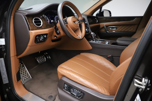 Used 2017 Bentley Bentayga W12 for sale $138,900 at Alfa Romeo of Greenwich in Greenwich CT 06830 17