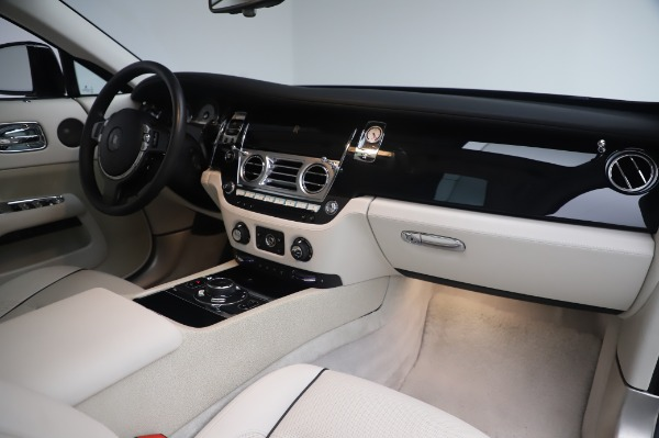 Used 2014 Rolls-Royce Wraith Base for sale $168,900 at Alfa Romeo of Greenwich in Greenwich CT 06830 21