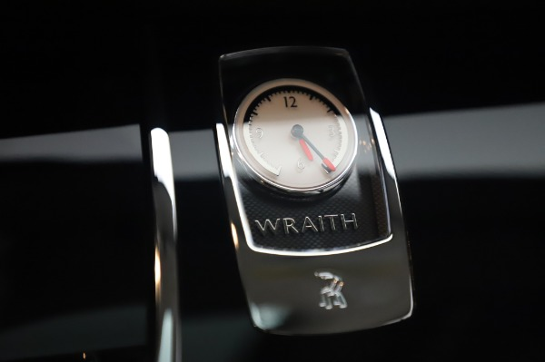 Used 2014 Rolls-Royce Wraith Base for sale $168,900 at Alfa Romeo of Greenwich in Greenwich CT 06830 25