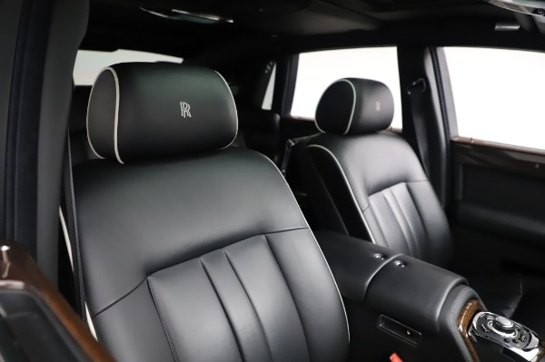 Used 2014 Rolls-Royce Phantom for sale $199,900 at Alfa Romeo of Greenwich in Greenwich CT 06830 13