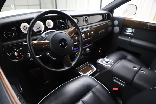 Used 2014 Rolls-Royce Phantom for sale $199,900 at Alfa Romeo of Greenwich in Greenwich CT 06830 14