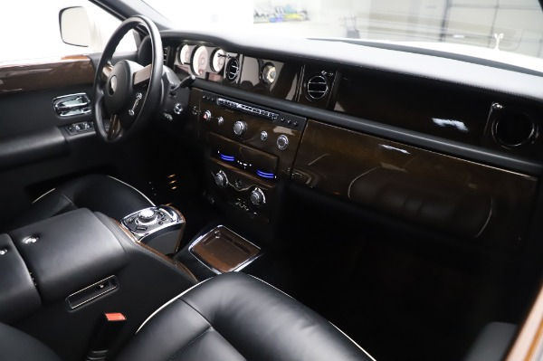 Used 2014 Rolls-Royce Phantom for sale $199,900 at Alfa Romeo of Greenwich in Greenwich CT 06830 15