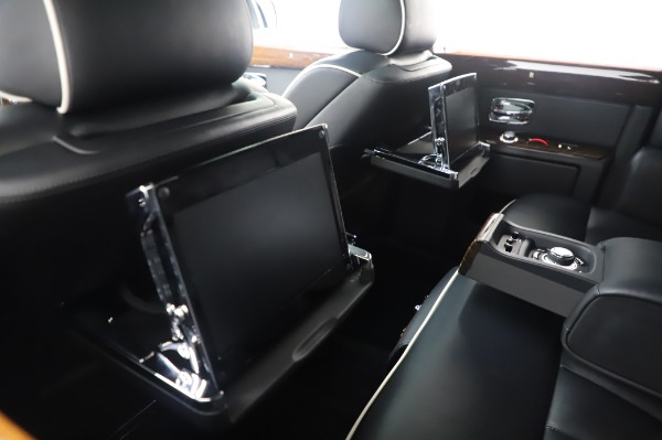 Used 2014 Rolls-Royce Phantom for sale $199,900 at Alfa Romeo of Greenwich in Greenwich CT 06830 19