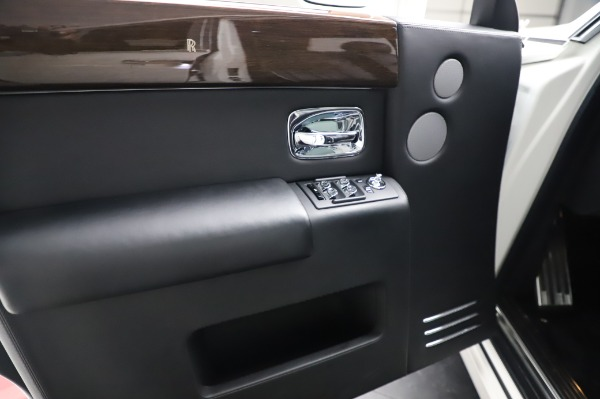 Used 2014 Rolls-Royce Phantom for sale $199,900 at Alfa Romeo of Greenwich in Greenwich CT 06830 20