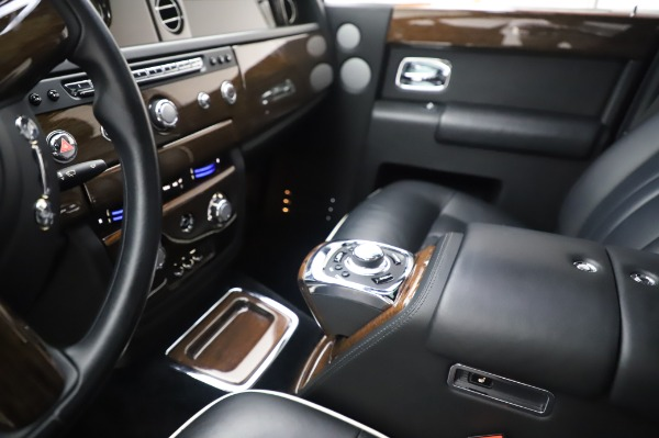 Used 2014 Rolls-Royce Phantom for sale $199,900 at Alfa Romeo of Greenwich in Greenwich CT 06830 21
