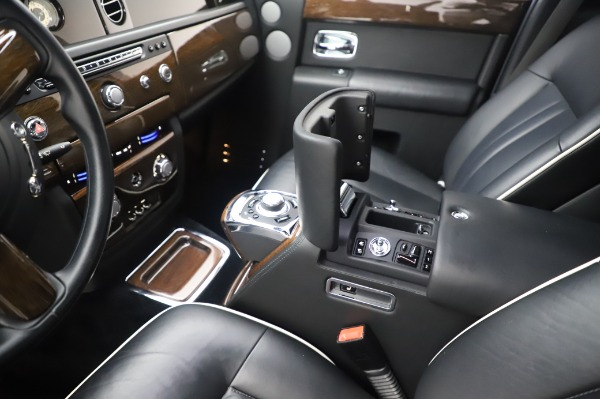 Used 2014 Rolls-Royce Phantom for sale $199,900 at Alfa Romeo of Greenwich in Greenwich CT 06830 22