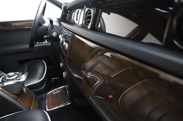 Used 2014 Rolls-Royce Phantom for sale $199,900 at Alfa Romeo of Greenwich in Greenwich CT 06830 25