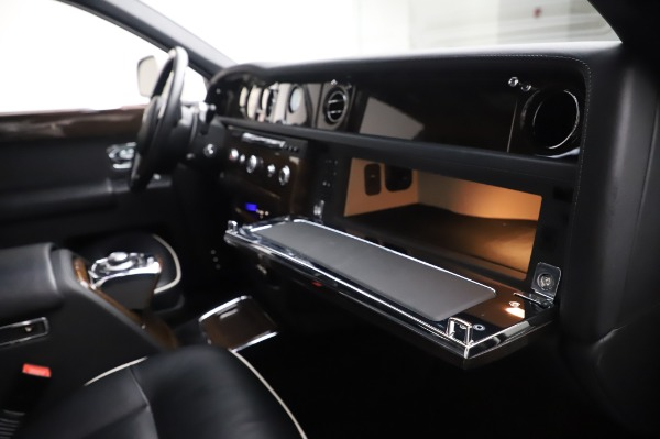 Used 2014 Rolls-Royce Phantom for sale $199,900 at Alfa Romeo of Greenwich in Greenwich CT 06830 26