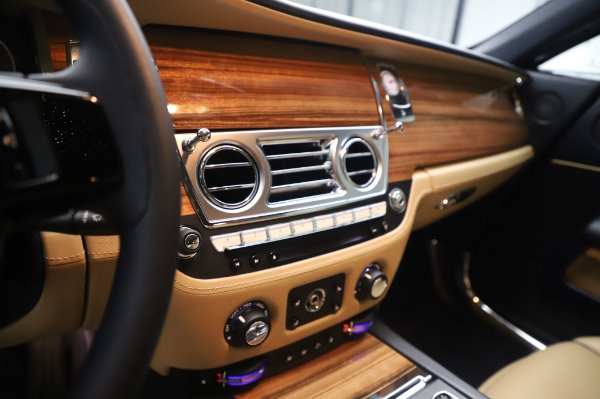 Used 2015 Rolls-Royce Wraith for sale $179,900 at Alfa Romeo of Greenwich in Greenwich CT 06830 20