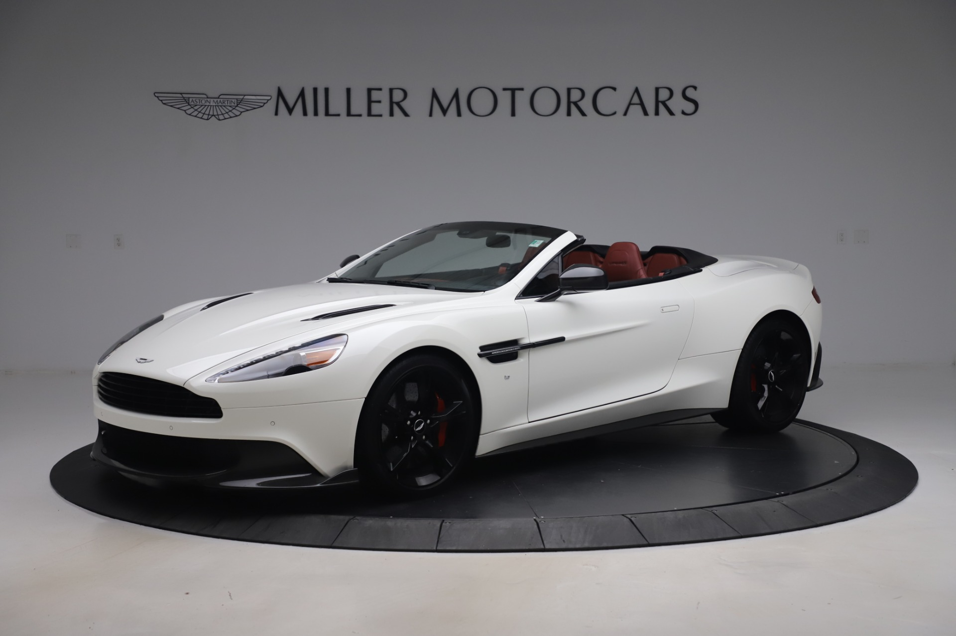Used 2018 Aston Martin Vanquish S Volante for sale $183,900 at Alfa Romeo of Greenwich in Greenwich CT 06830 1